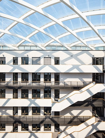 Maximum light transmission for the employees by our Texlon® ETFE system.