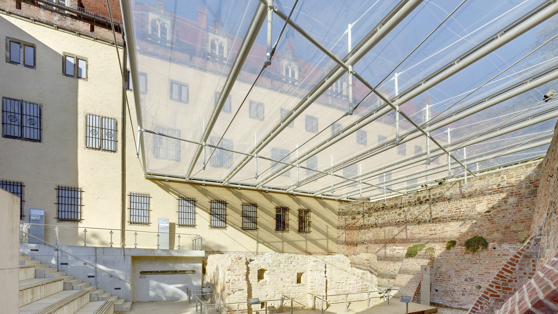 Preserving the Excavation Site with a light structure: Texlon® ETFE Cladding