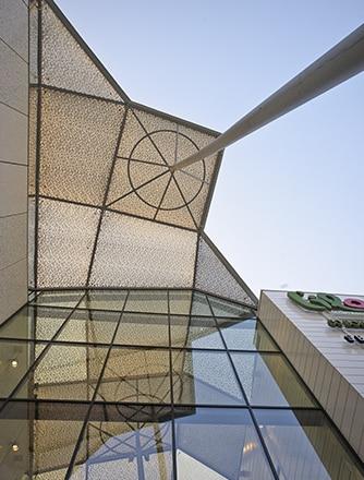 Leichte Folienkissen aus Texlon® ETFE wurden für diese Sanierung eingebaut.