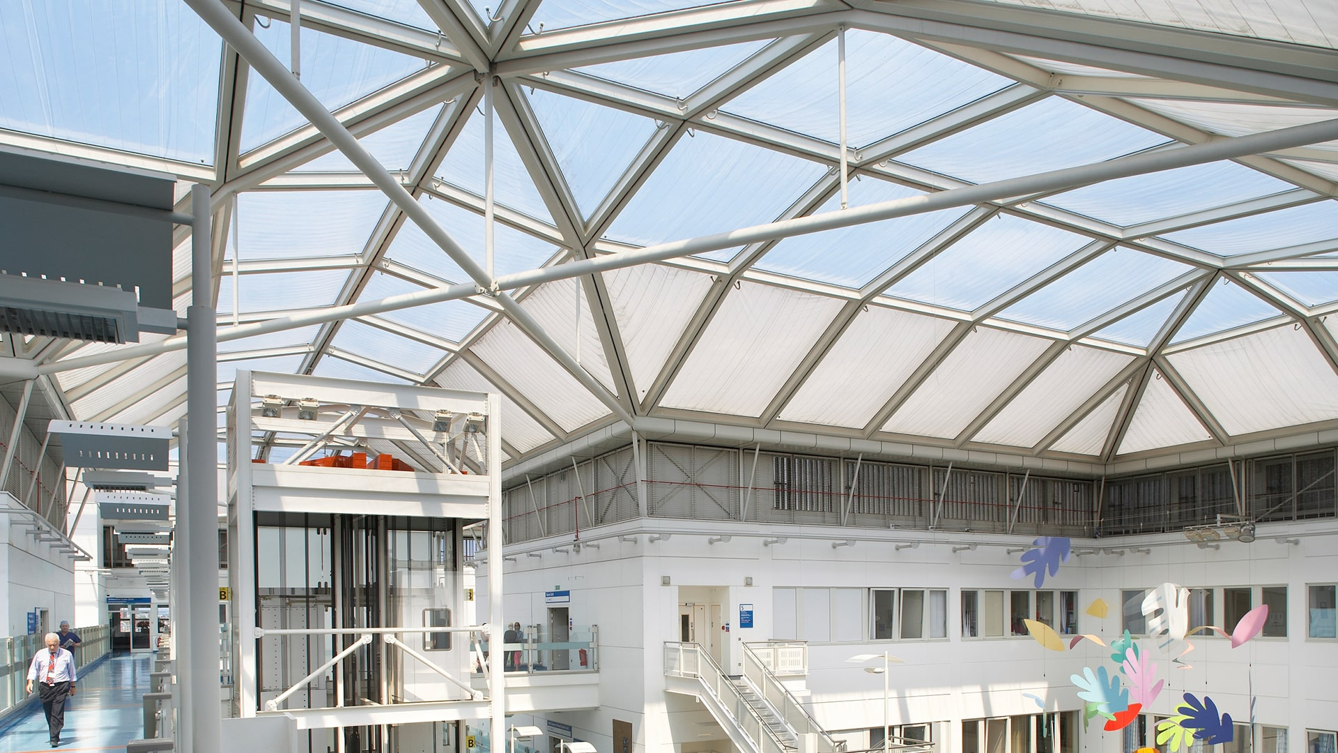 Build in 1990, Chelsea & Westminister Hospital is the oldest Texlon® ETFE project by Vector Foiltec in the United Kingdom.