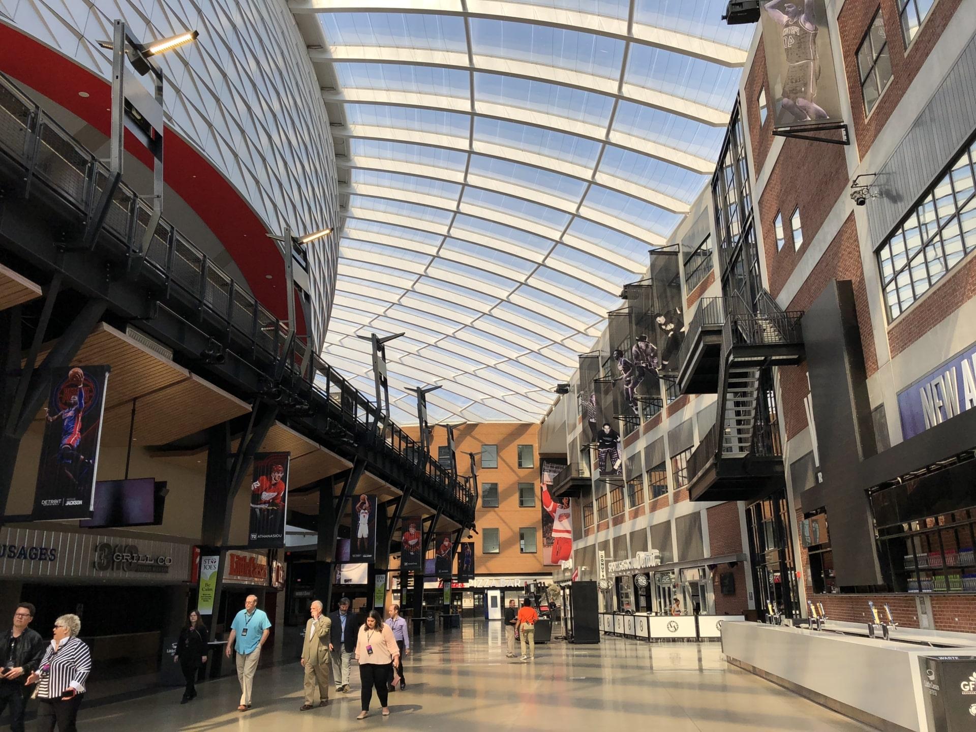 Über 4,000 m² des Texlon® ETFE-Systems bringen durch Transparenz Licht in das Gebäude und bieten eine komfortable Akustik für die Besucher.