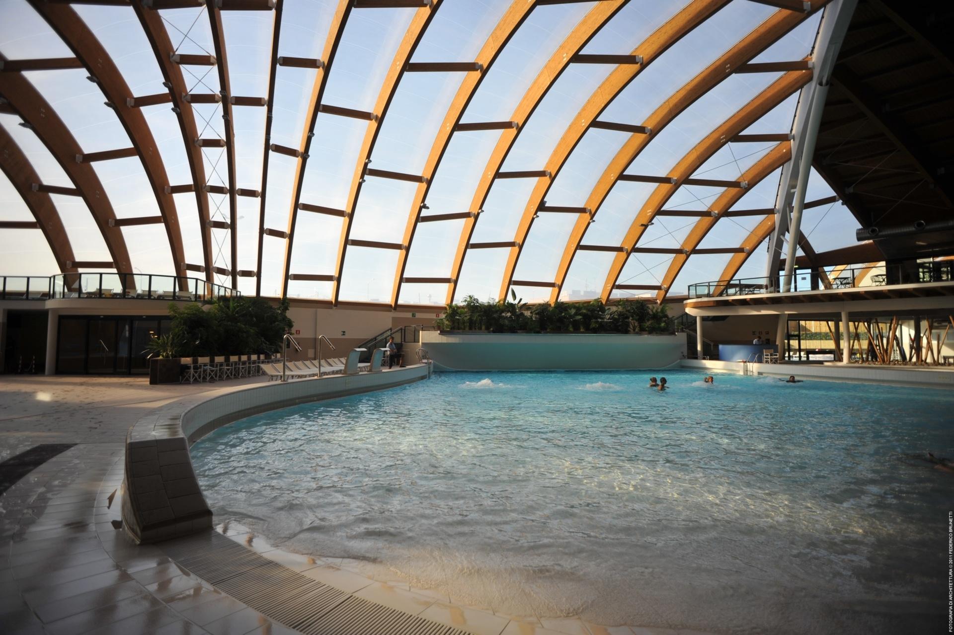 Um die Zufriedenheit der Besucher und Mitarbeiter im Aquapark di Concorezzo zu gewährleisten, haben wir ein Texlon® ETFE-Dach mit außergewöhnlichen Lichtdurchlässigkeitseigenschaften installiert.
