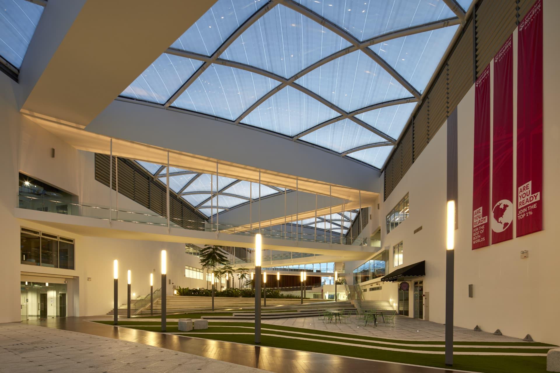 Über 2.500 m² Texlon® ETFE wurden im zentralen Atrium der Universität in Malaysia installiert.