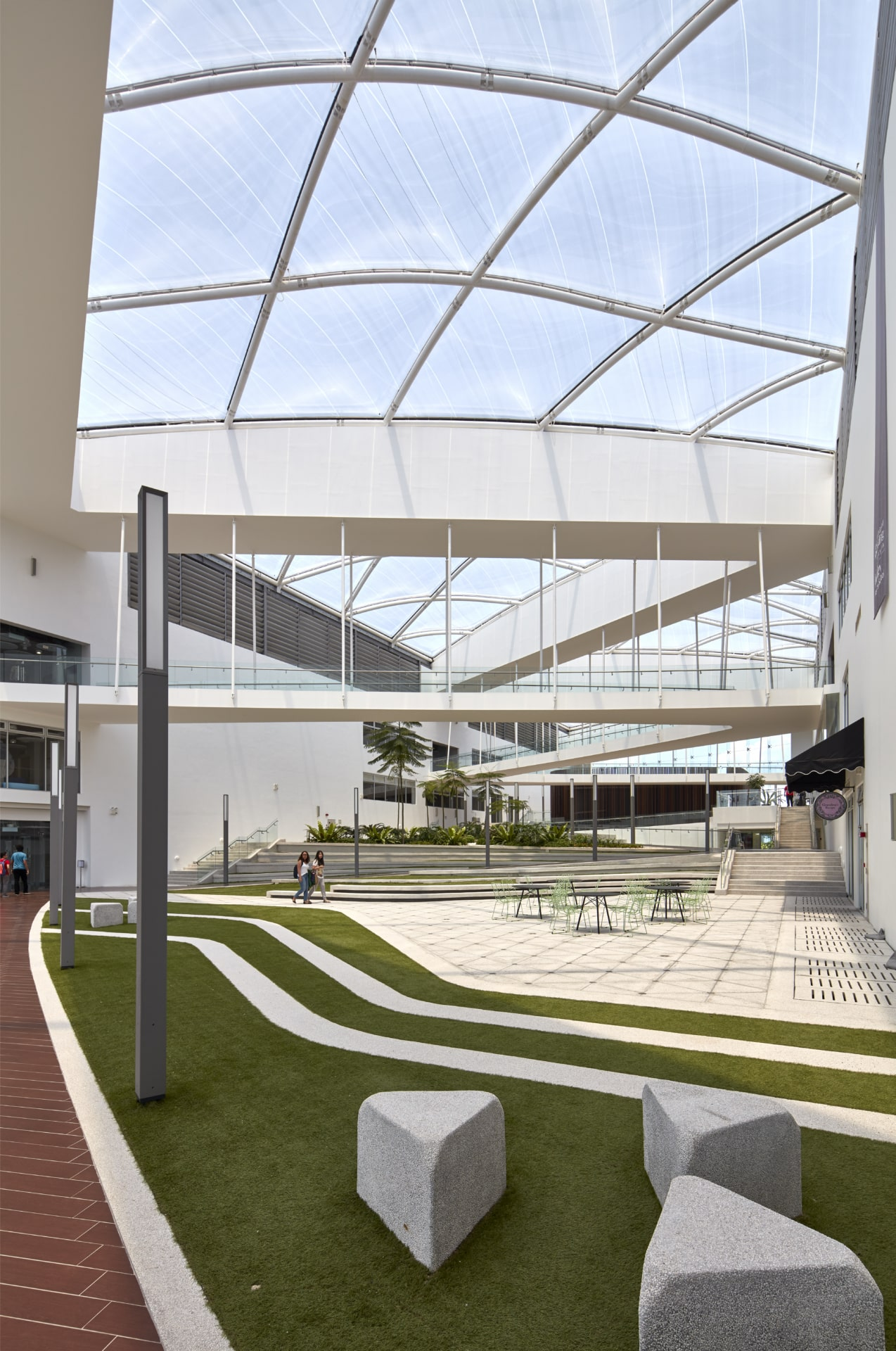 The two-layer Texlon® ETFE system is equipped with a partial dot hexagon print pattern that provides shading for an optimized climate control, while still retaining transparency.