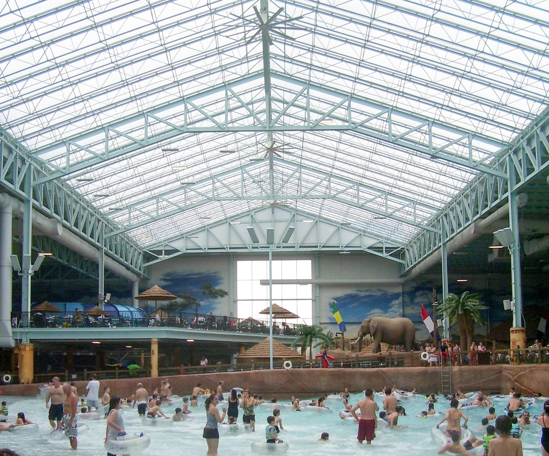 Kalahari Aquatic Resort ist einer der größten Wasserparks in Nordamerika, als Überdachung entschieden sich die Planer für Texlon® ETFE-Folienkissen von Vector Foiltec.