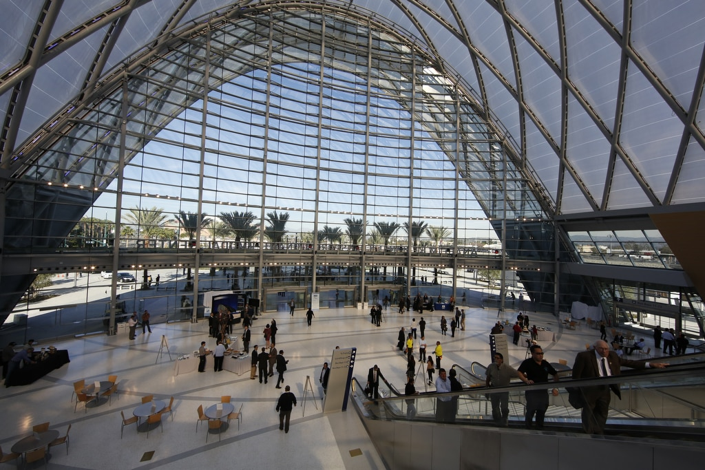 Texlon® ETFE roof opened the building up to the benign Californian climate. The lightweight material allowed for innovation in design.
