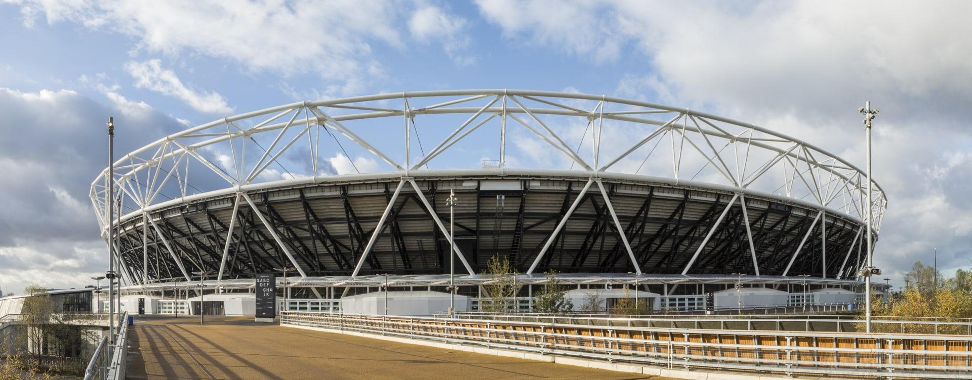 Vector Foiltec nahm an der Renovierung des London Olympic Stadium teil und baute ein Texlon ETFE Vordach und einen West Stand-Baldachin.