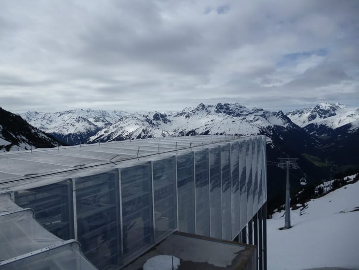 Designed by Johann Obermoser, the durable L-shaped, flat roof design of the station blends into the surrounding landscape