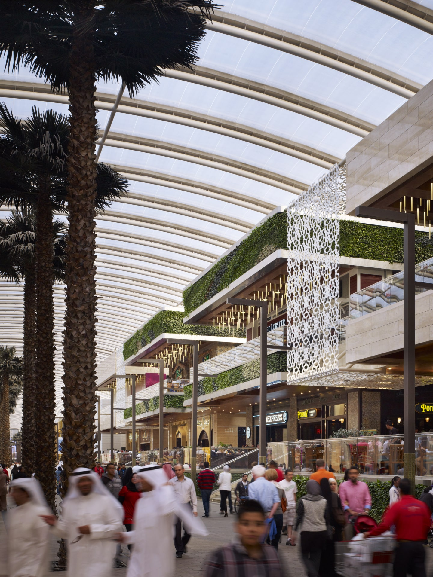 A wide spanning, lightweight Texlon® ETFE roof covers The Avenues in Kuwait.