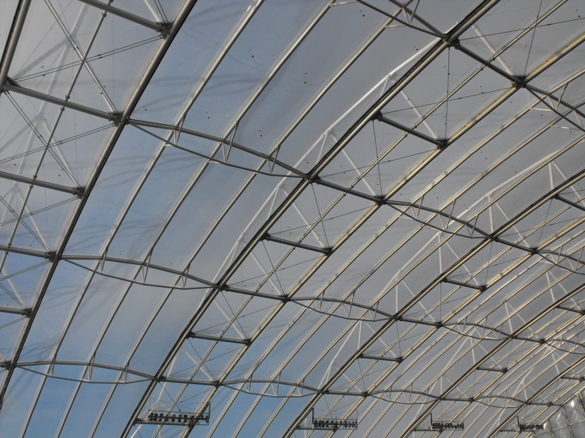 At Forsyth Barr Stadium, the Texlon® ETFE system completely envelopes the building with a lightweight structure.
