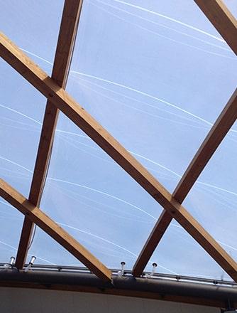 Das Coastlands Aquatic Center bietet ein maximales Vergnügen für Besucher und verfügt über ein effizientes, elegantes, doppelt gekrümmtes Texlon® ETFE-Dach