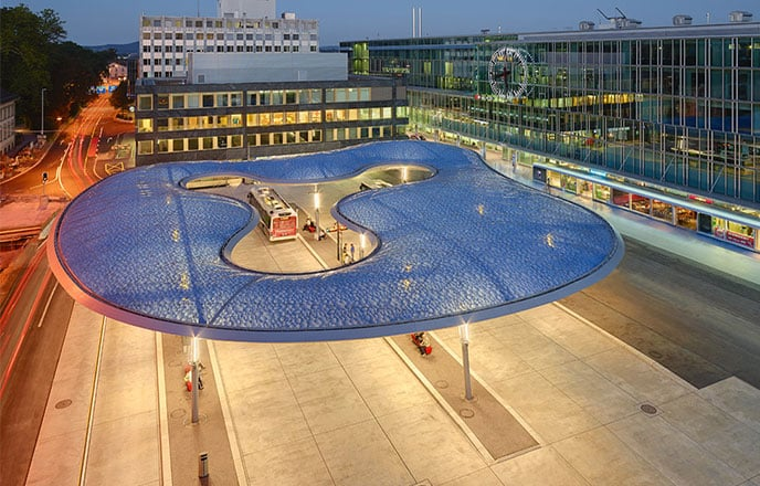 The shape of the Texlon® ETFE canopy at the Aarau bus station in Switzerland can be compared to a cloud.