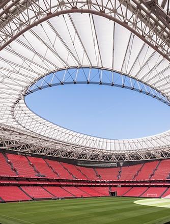 Innenansicht des    Fußballstadions San Mamés mit Texlon® ETFE.