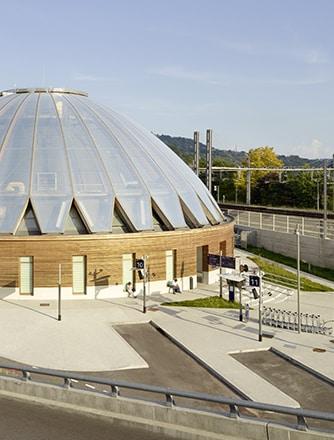 Der Bahnhof Gare de Bellegarde verfügt über ein schönes Holztragwerk mit einem Dach aus Texlon® ETFE-Kissen.