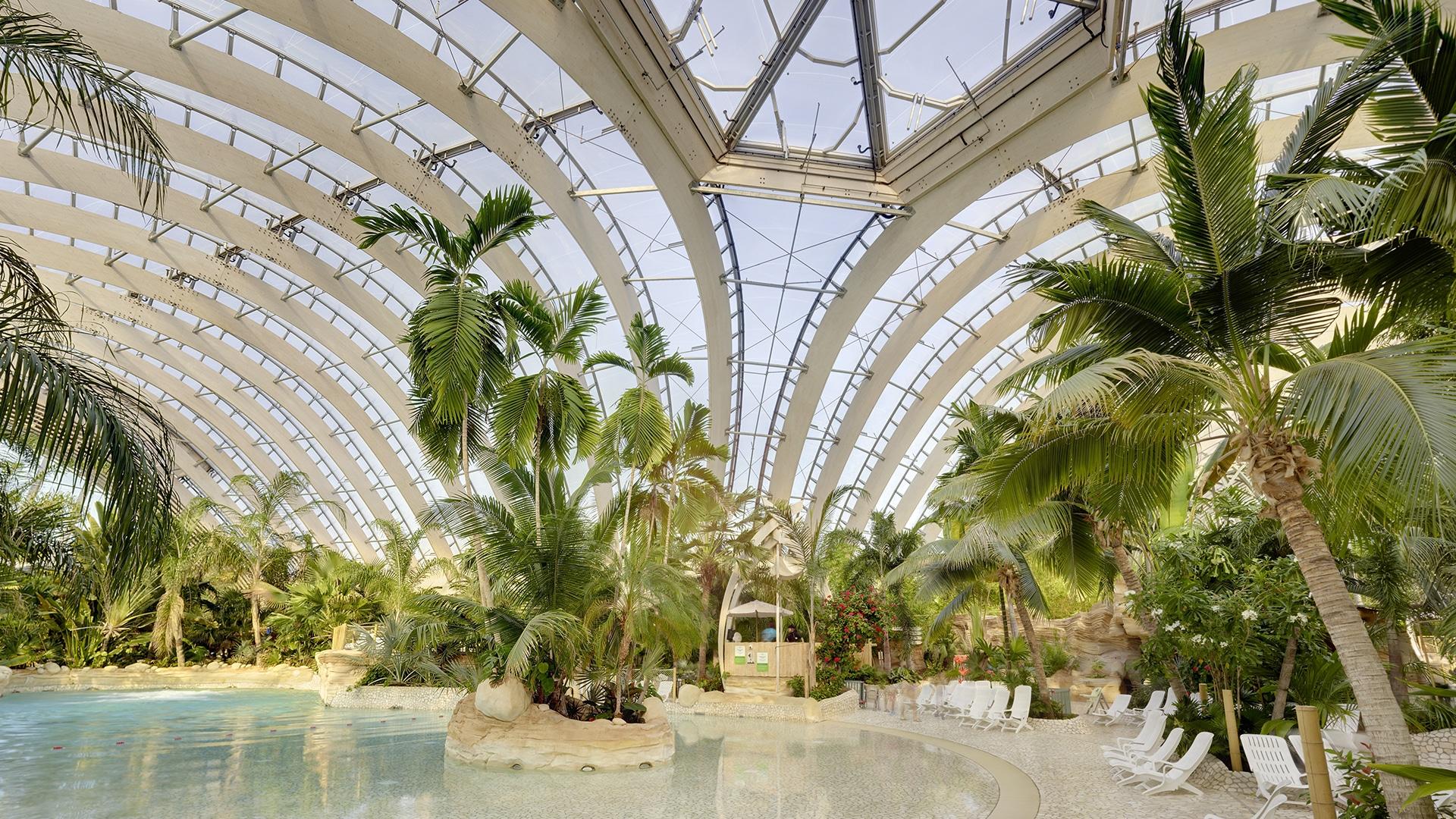 Der atemberaubende Wasserpark Aqua Mundo im Center Parks Les Trois Forêts ist mit dem Texlon® ETFE-System von Vector Foiltec verkleidet.