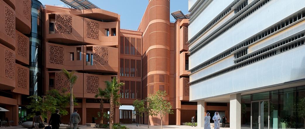 Texlon® ETFE von Vector Foiltec wurde aus ökologischen Nachhaltigkeitsaspekten für die Fassade des Masdar Institute of Science ausgewählt.