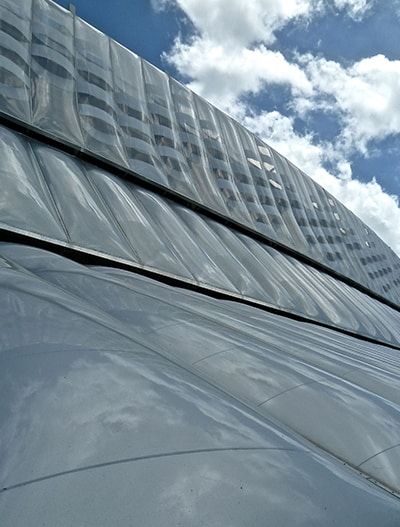 Das Stadion Arena Pernambuco mit ihrer Texlon ETFE-Fassade von Vector Foiltec ist gemäß den LEED-Silber-Anforderungen zertifiziert.