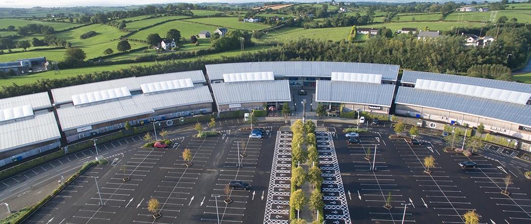 Der The Boulevard Outlet Park in Banbridge in Nordirland wurde von Vector Foiltec mit Texlon® ETFE-Vordächern aufgewertet.