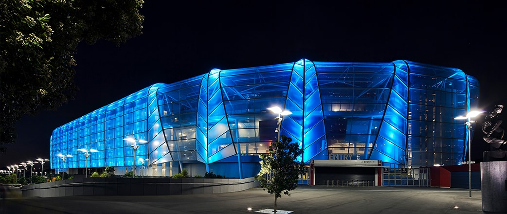 The lightweight transparent Texlon® ETFE system was the solution to outfit the venue with a whole new face - a glowing candy facade.