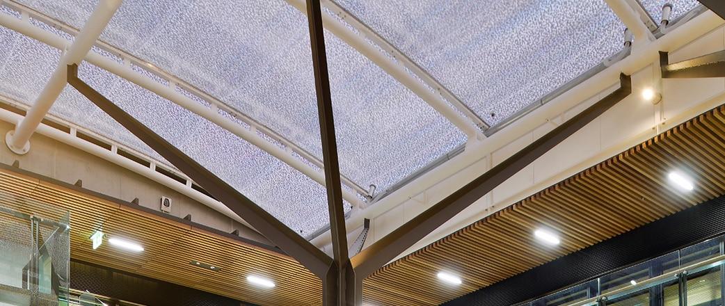 Nachhaltigkeit: Die Entscheidung für ein Texlon® ETFE-Dach führt zu massiven Einsparungen bei den Kosten für künstliche Beleuchtung über den gesamten Lebenszyklus dieser Struktur.