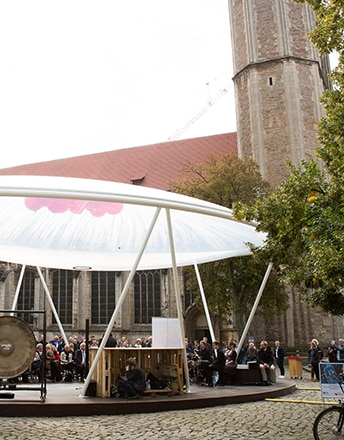 Die Cloud der Wissenschaft ist ein 125 qm großes Texlon® ETFE-Vordach, Mittelpunkt des 10. Jahrestages des Titel Stadt der Wissenschaft 2007.