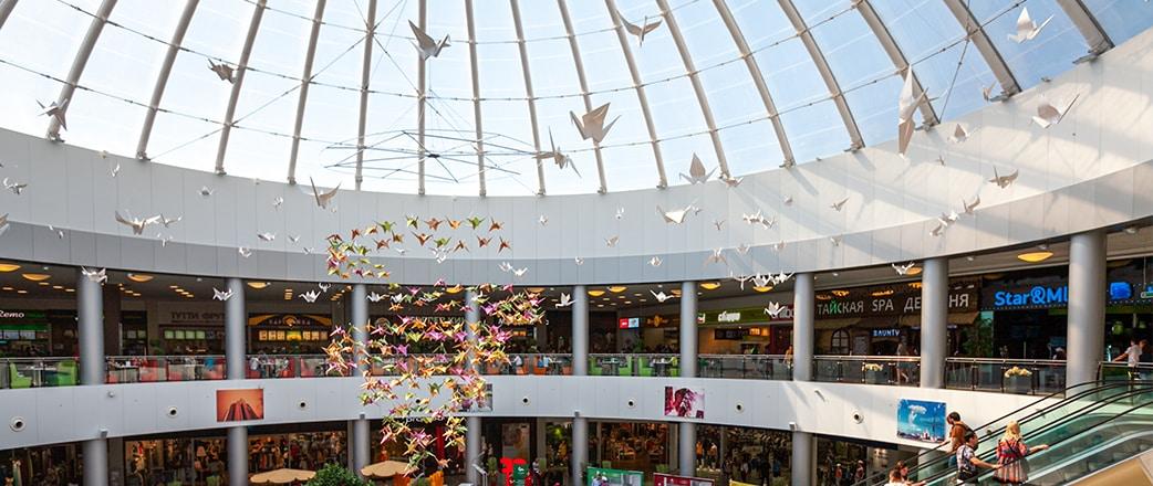 Vector Foiltec verbaut 1.950 m² Texlon® ETFE-Kissen verteilt über drei Kuppelstrukturen im Einkaufszentrum City Park Grad in Woronesch, Russland.