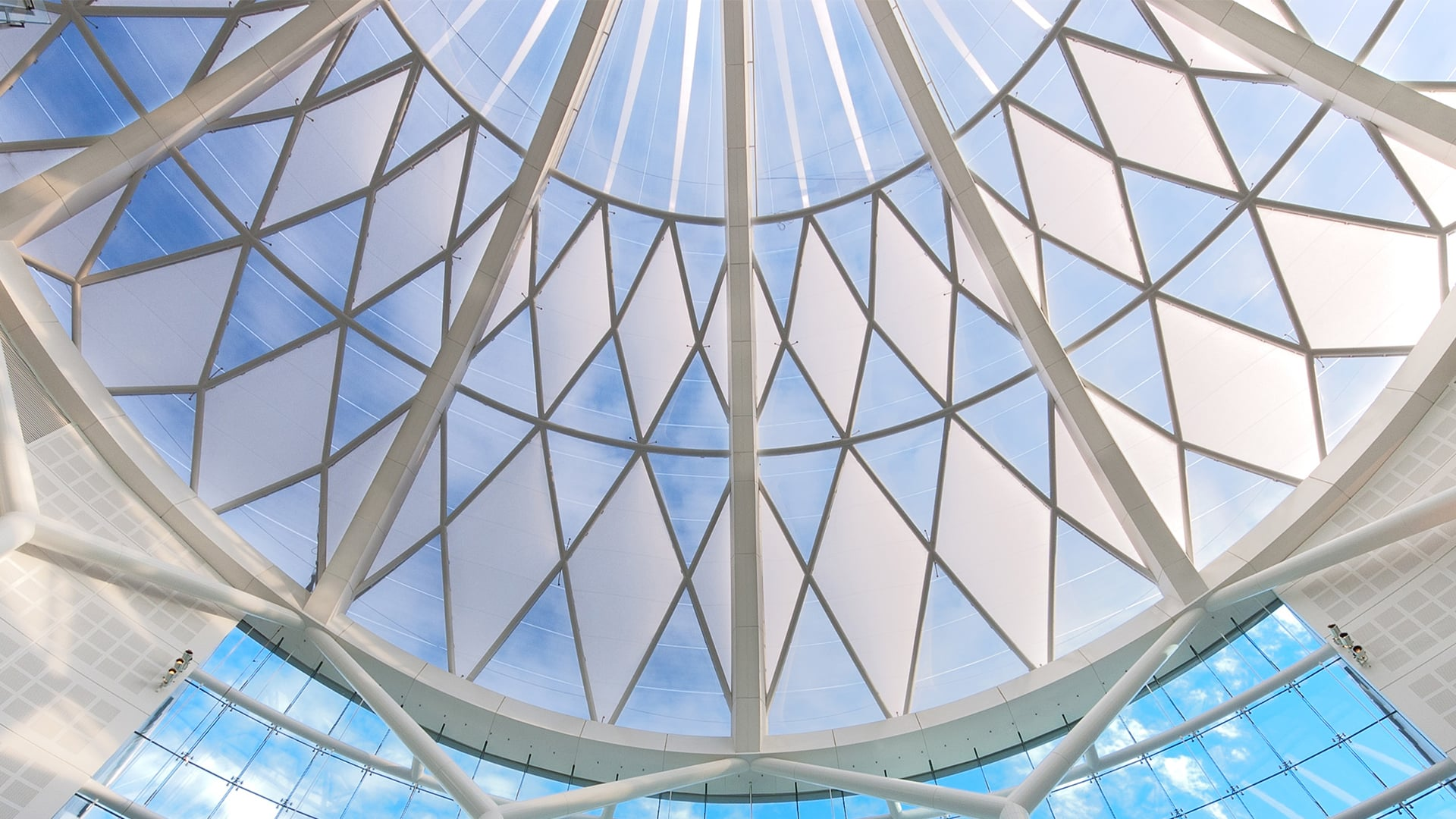 An award winning addition to the Johannesburg skyline, Sandton City is the first project in South Africa to utilise Texlon® ETFE technology.