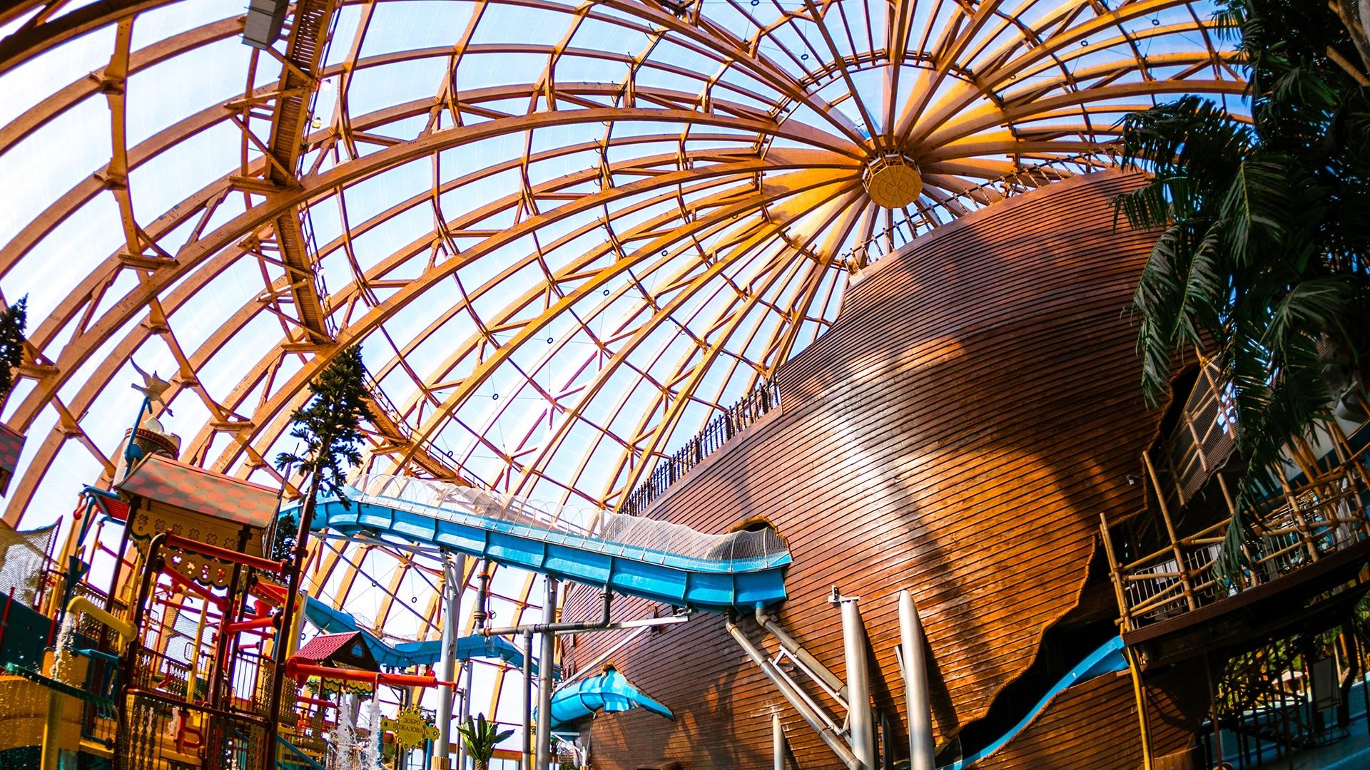 Wir haben über 8.520 m² unseres Texlon® ETFE-Systems an das Freizeitbad Piterland geliefert.